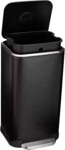 Amazon Basics Trash Can - 32 Liter Review